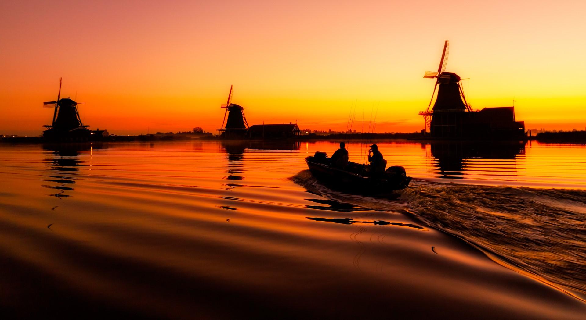 Boat windmills