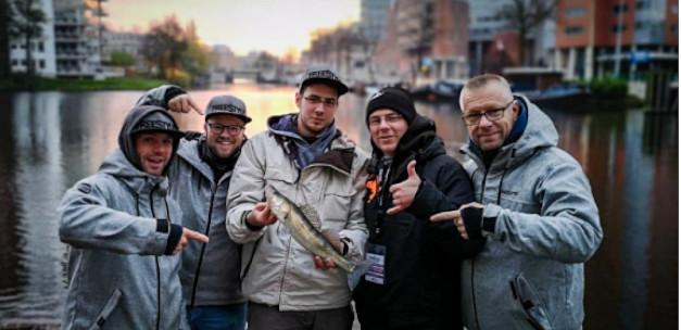 Street fishing in Groningen